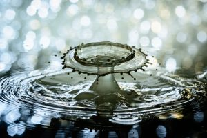 close-up-drop-of-water-ripple-33199